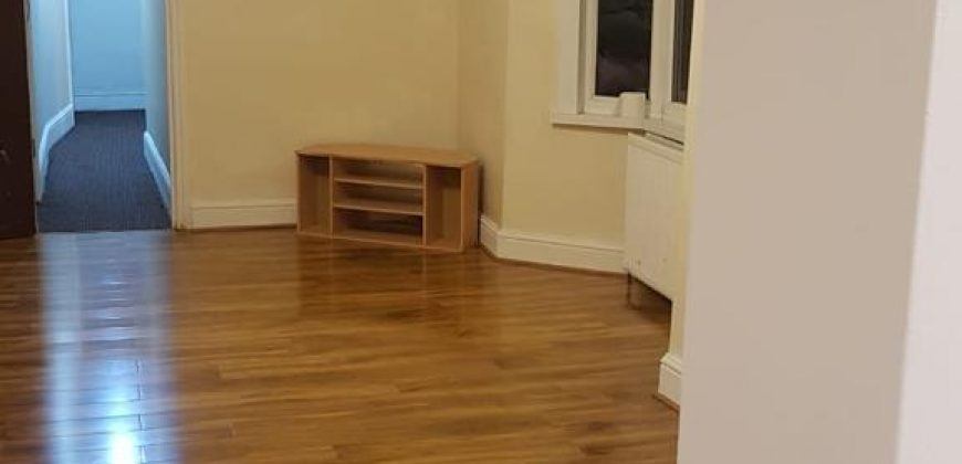 2 bedroom flat 109a Fanshawe Avenue IG11 8RF